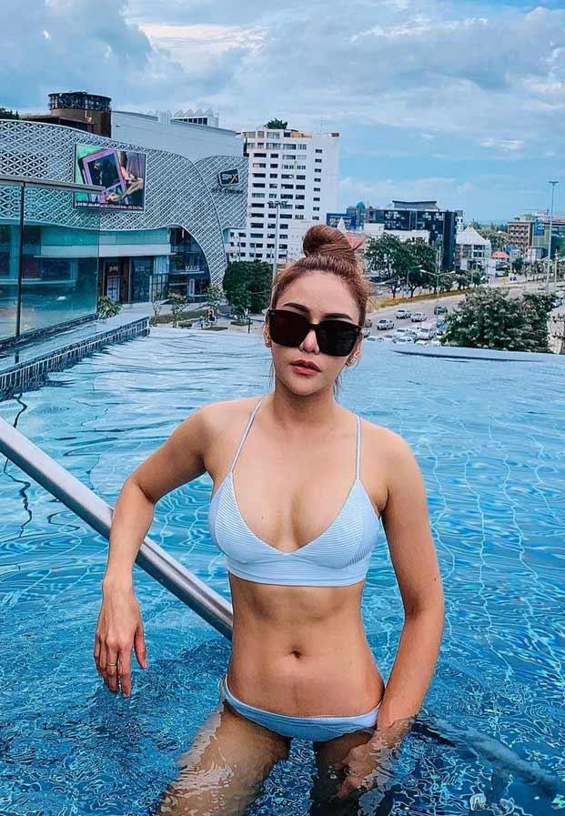 bikinibluenicegg